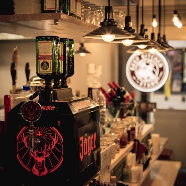 イエガーマイスターにこだわったバーが新宿にオープン! ~ビーフキッチンスタンド歌舞伎町店が深夜になるとイエガーバーに大変身~