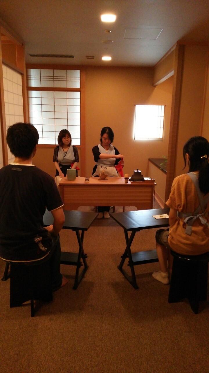 茶道サークル「まっちゃぶ」の学生とOBが第31回国際心理学会議とアジア健康心理学会議2016において、呈茶席を担当